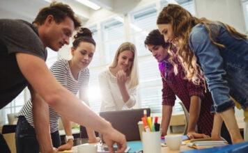 entrepreneurs teamwork finding solutions